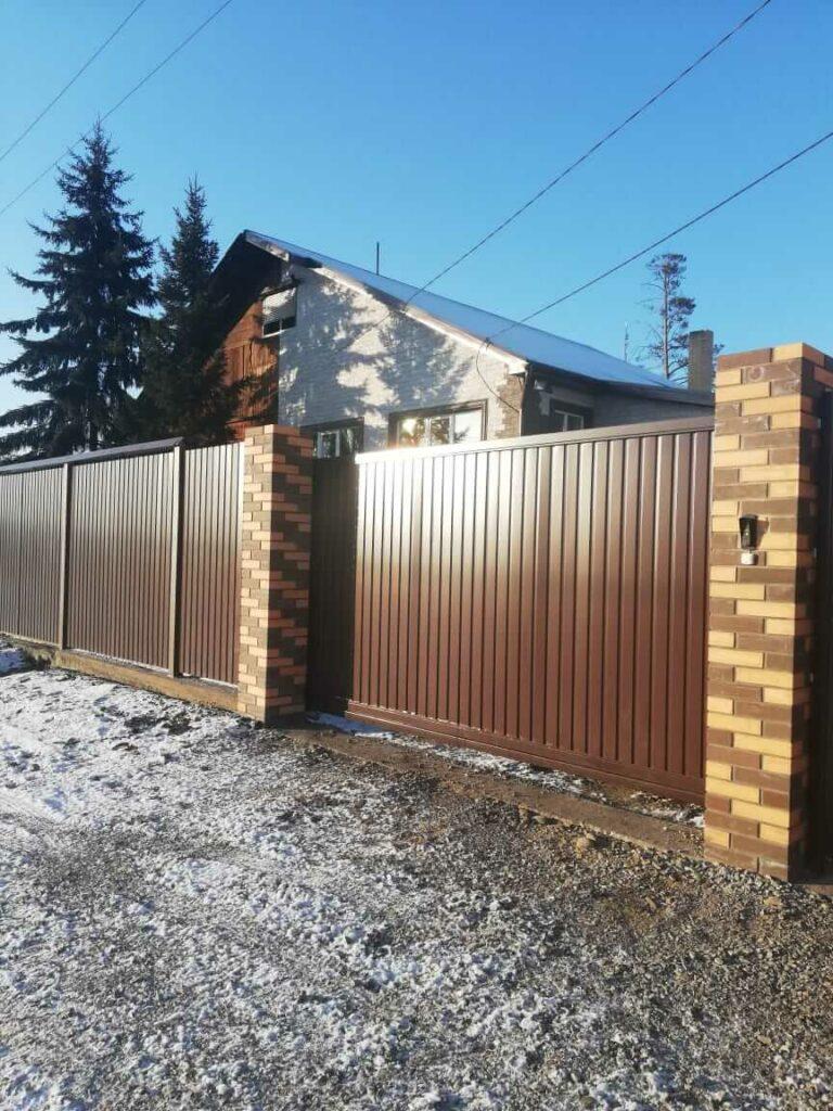 Забор и ворота в Свирске