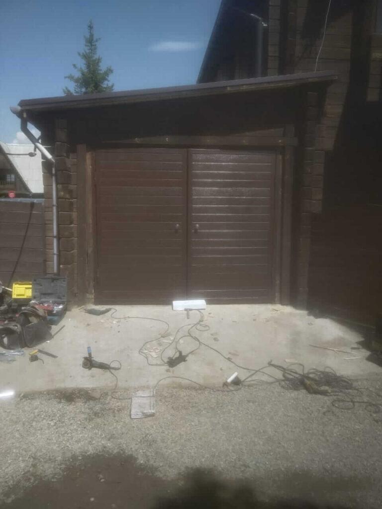 Распашные ворота в гараж в Зеленом мысе